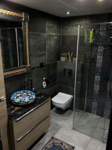łazienka z umywalką artystyczną