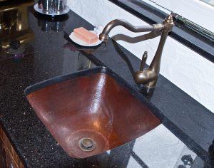 umywalka z kutej miedzi