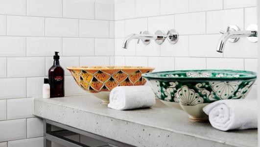 Ręcznie malowane umywalki z Meksyku.